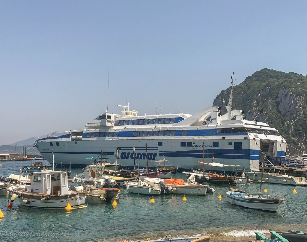 Hydrofoil docked at Marina Grande