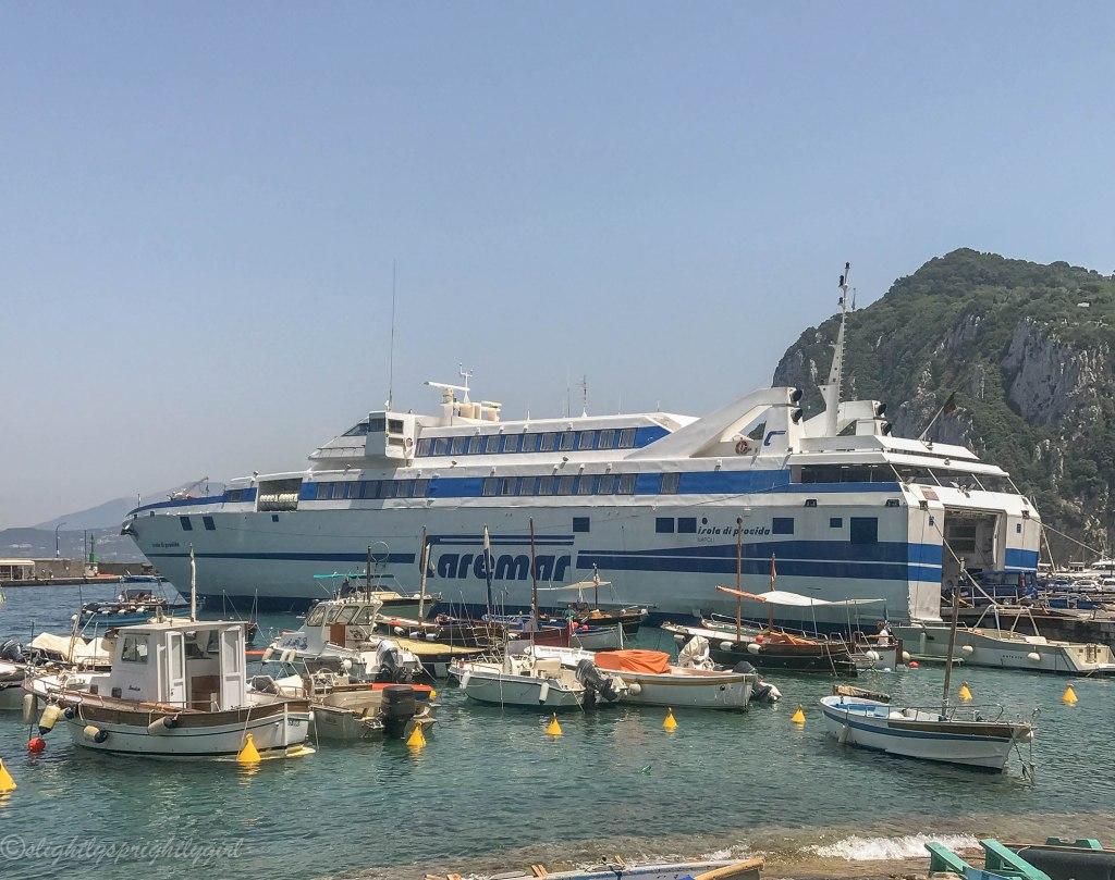 Hydrofoil docked at Marina Grande